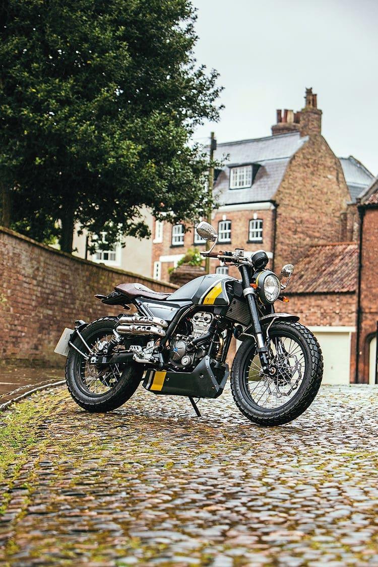 fb mondial 125 hps classic bike guide. Black Bedroom Furniture Sets. Home Design Ideas